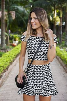 Look: Conjunto Cropped use este conjunto combinando com um Sutiã Preto de Alças removíveis e com uma Calcinha tanga com laterais reguláveis... Basic Outfits, Skirt Outfits, Cute Outfits, Looks Style, Casual Looks, Holiday Outfits, Summer Outfits, Two Piece Outfit, Feminine Style