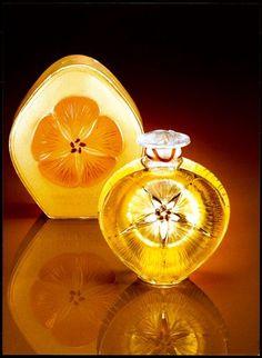 """*1912 Lalique for Roger & Gallet - """"Narkiss"""" - détail du flacon signé René Lalique (1860-1945)"""
