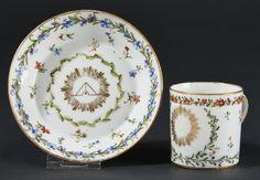 Lot : SEVRES. Gobelet litron et sa soucoupe en  - porcelaine dure de la troisième grandeur[...] | Dans la vente Porcelaines Anciennes à Pescheteau-Badin