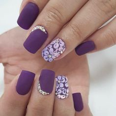 Everyone loves the flower and nail art designs with the flower is very popular. You can try flower nail designs freehand using a brush or using a stamp. Flower Nail Designs, Nail Art Designs, Nail Polish Designs, Nails Design, French Nails, Nail Art Violet, Fun Nails, Pretty Nails, Nails Ideias