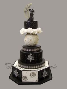 Amazing Wedding Cakes, Fly me to the moon by Christopher Garren---I am seriously in love with the top of this  cake