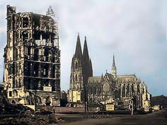 Blick vom Alter Markt auf den Dom, kurz nach Ende des Zweiten Weltkriegs.