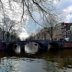 Brug Keizersgracht/Brouwersgracht Kijk ook op http://www.facebook.com/haarlemmerbuurt pic.twitter.com/Xau4EgQ0s6