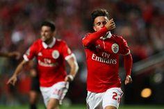 Golos de Cervi e Jonas dão vitória ao Benfica (2-0)