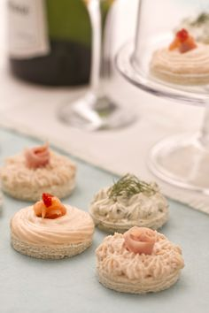Tris di tartine (trio of canapés) Appetizer Buffet, Appetizer Recipes, Antipasto, Ricotta, Tapas, Wedding Appetizers, Romanian Food, Confectionery, I Love Food