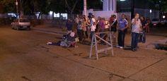 Idoso é atropelado por motoneta na Avenida NorteUm idoso foi atropelado nessa quinta-feira (28), na Avenida Norte, no Recife, por um homem que dirigia uma motoneta. O motorista fugiu do local sem prestar socorro à vítima. O acidente aconteceu em frente à maternidade Barros Lima, em Casa Amarela, na Zona Norte. Apesar da proximidade com a unidade de saúde, nenhuma equipe médica atendeu o idoso. Os primeiros socorros foram prestados por pess... Publicado em 29/03/2013 (Leia [+] clicando na…