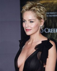 Sharon Stone is a multi-talented personality of the entertainment industry. She was born in Pennsylvania. She was named Sharon Vonne Stone at the time of her birth. She is a fashion model, a film producer and an actress by profession. Sharon Stone Short Hair, Sharon Stone Hairstyles, Edgy Short Hair, Short Hair Cuts For Women, Sharon Stone Photos, Actrices Sexy, My Hairstyle, Up Girl, Celebrity Photos