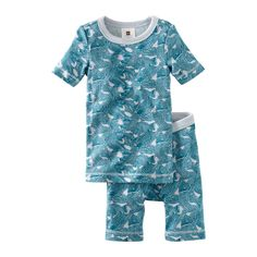 A school of fish swam onto your pajamas. Maybe they'll swim right into your dreams. Close-fitting combed cotton is brushed inside for extra softness. Extra-long top to cover nighttime tummies. Slim fit conforms to CFR 1615/1616.  Imported.