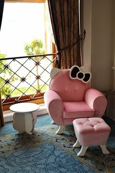 Who knew that Hello Kitty would become an obsession. It alludes me and yet I find myself drawn in as here I am pinning another Hello Kitty find. Hello Kitty Zimmer, Hello Kitty Haus, Hello Kitty Bedroom, Cat Bedroom, Girls Bedroom, Bedroom Decor, Bedroom Furniture, Pink Furniture, Bedroom Ideas
