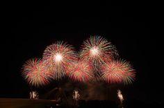 "https://flic.kr/p/op1rtt   2014 豊田おいでん祭り花火 Toyota Oiden Festival 2014   2014年7月27日に開催された、豊田おいでんまつりの花火から、磯谷煙火店による「メロディ花火」。  ""Fireworks to the music"" by Isogai-enkaten in the Toyota Oiden Festival on July 27 in 2014."