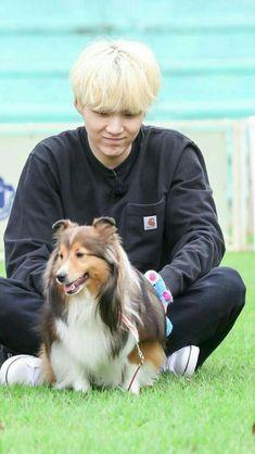 Oh my suga with animals is just CUTE-AH 😍😍😍😍😍😍😍😍😍😍 Jimin, Vlive Bts, Min Yoongi Bts, Min Suga, Bts Bangtan Boy, Suga Suga, Agust D, Daegu, K Pop