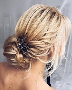 Beautiful Messy updo hairstyle inspiraiton #weddinghair #weddingupdo #hairstyle #hairideas #updo #upstyle #messyupdo #hairinspiration