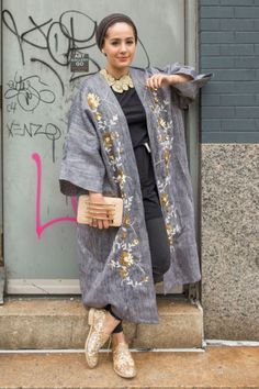 The 31 Boldest Street Style Looks From New York Fashion Week Arab Fashion, Muslim Fashion, New York Fashion, African Fashion, Mode Abaya, Mode Hijab, Nyfw Street Style, Street Style Looks, Modesty Fashion