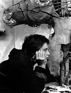 Isabella Rossellini on the set of Il prato directed by Paolo & Vittorio Taviani, Lynch, 1979 Isabella Rossellini, Roberto Rossellini, Ingrid Bergman, Swedish Actresses, Italian Actress, Black And White Pictures, Black And White Photography, Movie Stars, Beautiful People