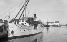 """Dampskipet D/S """"Maaløy"""" ved kai. Noen personer på kaien (bl. a. skipets kaptein?) , flere hus samt et skip i bakgrunnen. - Haugalandmuseene / DigitaltMuseum Sailing Ships, Persona, Velvet, Tall Ships"""