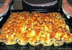 This minced meat meal will eclipse any burgers. Meat Recipes, Chicken Recipes, Cooking Recipes, Good Food, Yummy Food, Delicious Dishes, Bastilla, Romanian Food, Russian Recipes
