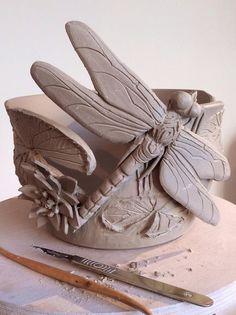 Bol a pelote Hand Built Pottery, Slab Pottery, Pottery Bowls, Ceramic Pottery, Pottery Art, Clay Art Projects, Ceramics Projects, Clay Crafts, Pottery Handbuilding