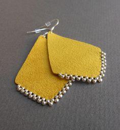 My favorite color ^^ Earrings Skin Diy Jewelry Set, Handmade Leather Jewelry, Jewelry Design Earrings, Handmade Jewelry Designs, Diy Earrings, Clay Jewelry, Textile Jewelry, Fabric Jewelry, Fabric Earrings
