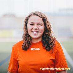 Gemma Fuster. Defensa central. 13 años. Marcó su mejor gol de falta. Entró por la escuadra. Entonces tenía entrenador, ahora no, ¿le ayudas a encontrarlo? #entrenadoresdemivida #fútbol #decathlon #deporte