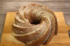 Ihanan maukas ja pehmoinen kakku, joka vanhetessa vain paranee. Perinteinen piimäkakku mummon reseptivihkosta, niin hyvää ettei sano...
