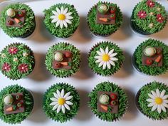 Oh my god - baking and gardens all in one :D Garden Cupcakes, Mini Cupcakes, Cupcake Cakes, Edible Flowers, Let Them Eat Cake, Great Recipes, Sweets, Cookies, Baking