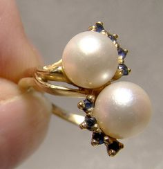 Twin Cultured Pearls Eight Blue Sapphires Ring 14 K Size by FionaKennyAntiques on Etsy Pearl And Diamond Ring, Blue Sapphire Rings, Yellow Gold Rings, Pearl Jewelry, Antique Jewelry, Jewelery, Pearl Earrings, Vintage Pearls, Vintage Rings