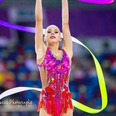 223 отметок «Нравится», 7 комментариев — National Team  (@team_russia_rsg) в Instagram: «#Яна_Кудрявцева Какое фото Яны с лентой вам по душе »
