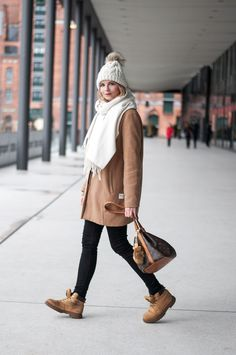Casual Winter Look: Acne Scarf white, wooly hat from Vero Moda with fur pompom, camel coat, Louis Vuitton Petit Noe, Timberland Boots Dockers, Levis Jeans black - Hamburg, Streetstyle, Outfit, Blogger