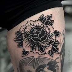 Time Tattoos, Body Art Tattoos, Hand Tattoos, Tattoos For Guys, Traditional Tattoo Inspiration, Traditional Tattoo Flowers, Creepy Tattoos, Badass Tattoos, Elbow Tattoos