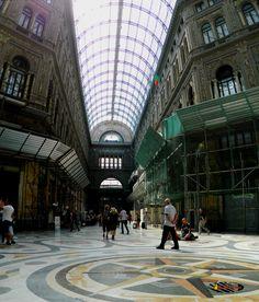 Galleria Umberto-Napoli, Nikon Coolpix L310, 5.6mm,1.280s,ISO80,f/3.2,panorama mode: segment 2, 201507131548