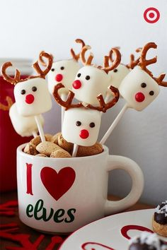 weihnachten 2018 Reindeer Marshmallow Pops Yes, please! These adorable little guys are a must-have addition to your holiday treat plate. (and super easy to makeno baking required! Christmas Party Food, Xmas Food, Christmas Appetizers, Christmas Sweets, Christmas Cooking, Christmas Goodies, Christmas Candy, Christmas Breakfast, Christmas Fruit Ideas
