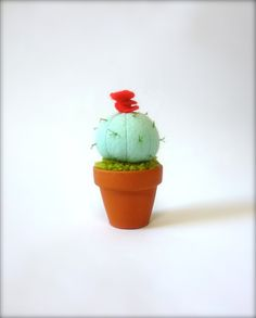 A Little Felt Cactus Plant Home Decoration par KatyPillingerDesigns