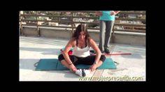 Streching, estiramiento acostada,para mejorar la flexibilidad , con Paola Sanchez - http://dietasparabajardepesos.com/blog/streching-estiramiento-acostadapara-mejorar-la-flexibilidad-con-paola-sanchez/