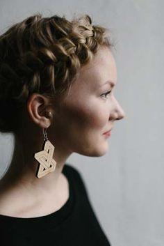 Earrings by KIKE RIGU.   #wooden #earrings #finnishdesign #kikerigu #weecos  www.weecos.com/fi/stores/kikerigu