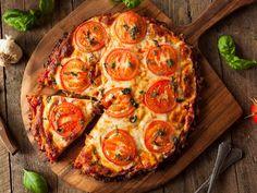 Homemade Vegan Cauliflower Crust Pizza with Tomato and Basil Best Cauliflower Pizza Crust, Vegan Cauliflower, Watermelon Nutrition Facts, Breakfast Recipes, Dinner Recipes, Homemade Breakfast, Low Carb Recipes, Healthy Recipes, Broccoli Nutrition