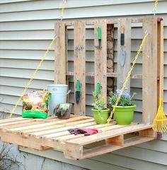 5 Steps for DIY: Pallet Gardening Table - This could also be used next to a grill for a food prep table!