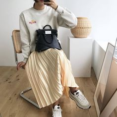 """i love a cute midi/maxi skirt paired with a sweater! Cute Summer Outfits, Winter Outfits, Fashion Models, Fashion Outfits, Womens Fashion, Her Style, Style Pic, Pullover, Fashion Pictures"
