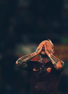 #radja nainggolan #as roma As Monaco, As Roma, Football Players, Ninja, Milan, Einstein, Evans, Sport, Wallpaper