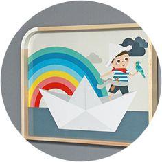 A l'abordage moussaillon !Laissons rêver nos enfants avec ce petit pirate sur son bateau de papier...