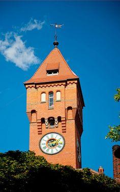 Wieża zegarowa w Kampusie Pracze.