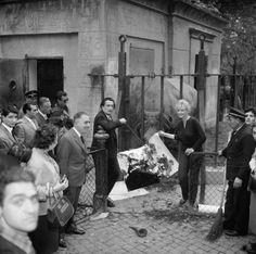 SALVADOR DALI...1959....ROME.....PHOTO BY BETTMAN....ON THE SELVEDGE YARD.....