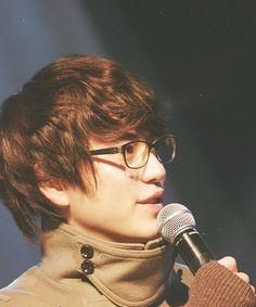 Kyuhyun rockin those glasses