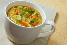 Horký vývar je posilující, doplní ale i tekutiny a uvolní ucpaný nos Thai Red Curry, Ale, Brunch, Food And Drink, Soup, Vegetables, Tableware, Ethnic Recipes, Dinnerware