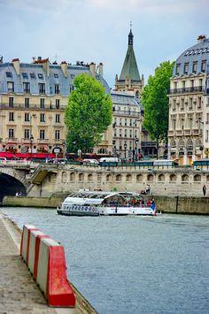 le Quai Saint-Michel