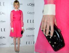 Emma Stone foi uma das mais bem vestida da noite com seu vestido pink Valentino com transparência nas mangas e golinha fechada. Ela deixa o look mais delicado com a clutch preta!