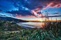 Manu Bay, New Zealand New Zealand Holidays, Kiwiana, Places To Visit, To Go, Sky, Mountains, Sunset, Awesome, Travel