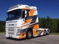 Good graphics for Volvo FH XXL Longtrotter Racing Car Design, Truck Design, Volvo Trucks, Lifted Ford Trucks, Big Rig Trucks, Cool Trucks, Vehicle Signage, Vehicle Branding, Bugatti Cars