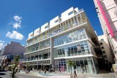 青森県八戸市三日町にある八戸ポータルミュージアム はっち  八戸の見どころや魅力を市民作家や市民学芸員の展示作品を通してわかりやすく紹介しまちなかや観光地に誘う玄関口  5階建ての館内にはショップやカフェのほか小さなお子様連れでも楽しめるこどもはっちは毎週さまざまなイベントを開催こども向けのイベントも開催しておりいつ行っても何度でも楽しめる屋内施設です  tags[青森県]
