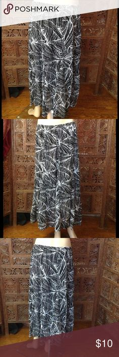 Pretty black and white JM Collection skirt,size Lg Easy breezy black and white patterned JM Collection fully lined skirt, size Lg. Elastic waist measures 32 inches, length measures 32 inches. Can be dressed up with heels or down with flats. JM Collection Skirts