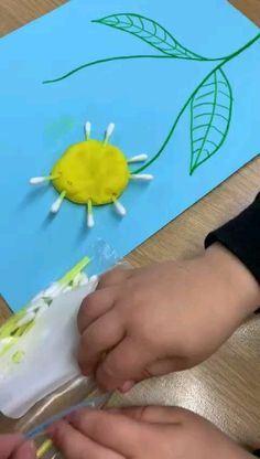 Early Learning craft and fine motor skills activity - Tilkin-Dilkin Studio workshop Preschool Art Activities, Motor Skills Activities, Toddler Learning Activities, Spring Activities, Fine Motor Skills, Craft Projects For Kids, Mothers Day Crafts, Flower Crafts, Art For Kids